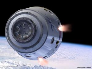 Космический корабль Дракон компании SpaceX (space.com)