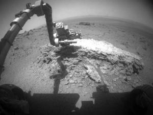 Opportunity изучает камень Тисдейл-2 при помощи роботизированной руки (space.com)